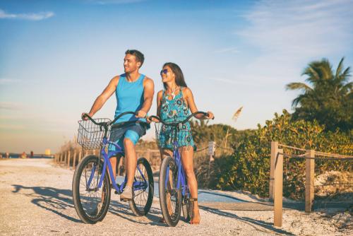 couple-biking-on-beach
