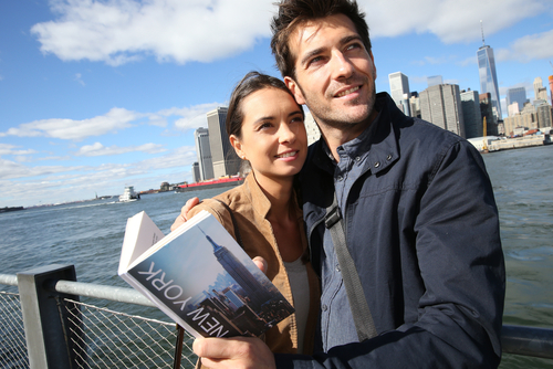 couple-sightseeing-in-new-york