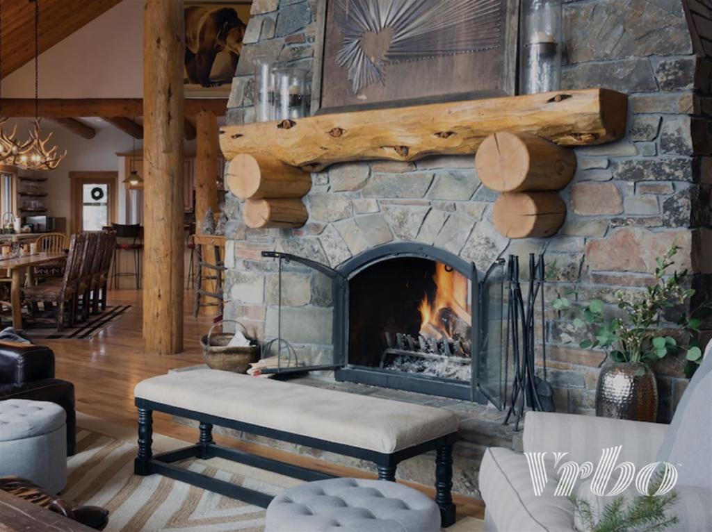 big-sky-party-barn-living-room