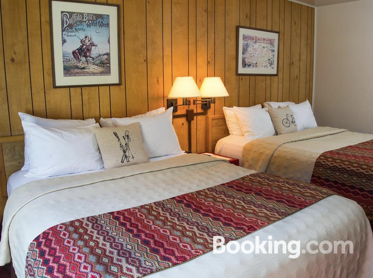 targhee-lodge-bedroom