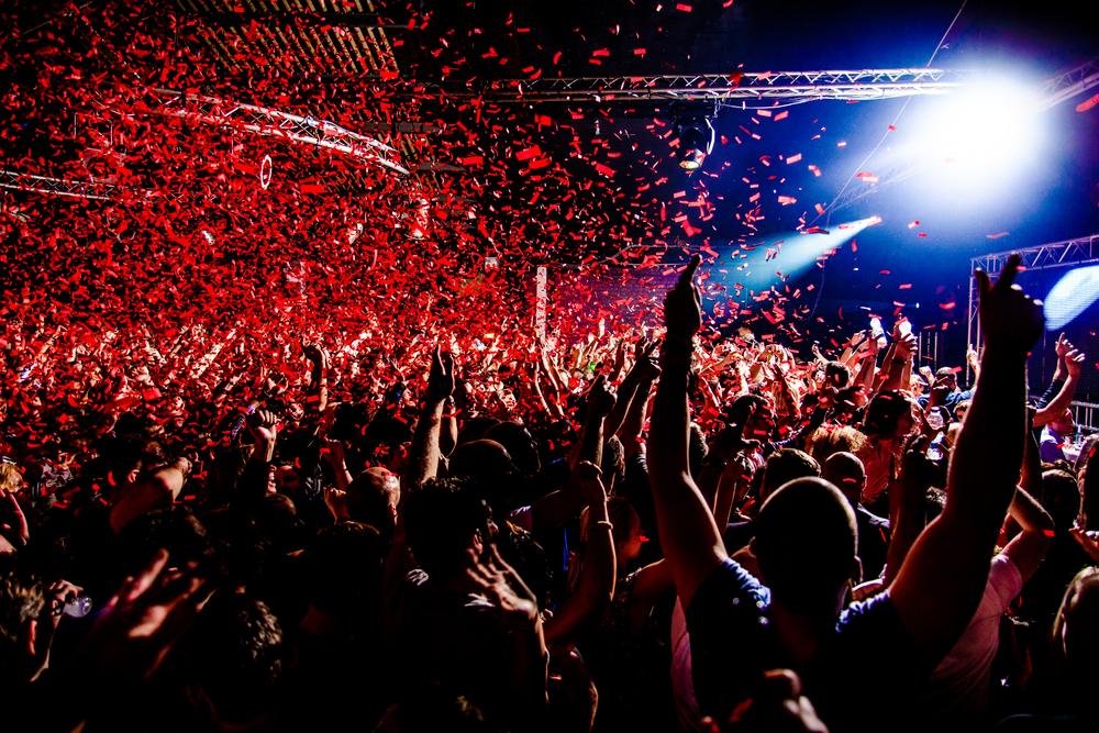 confetti-at-music-festival