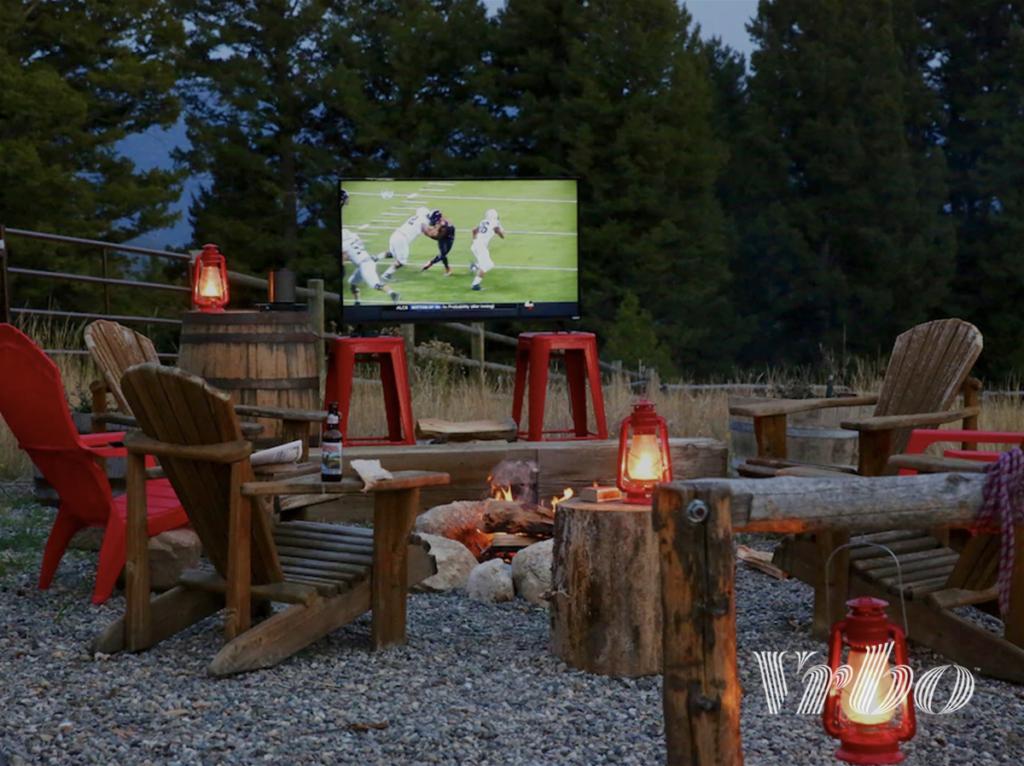 big-sky-party-barn-backyard