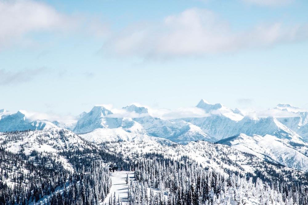 snowy-mountains-in-montana-ski-resort