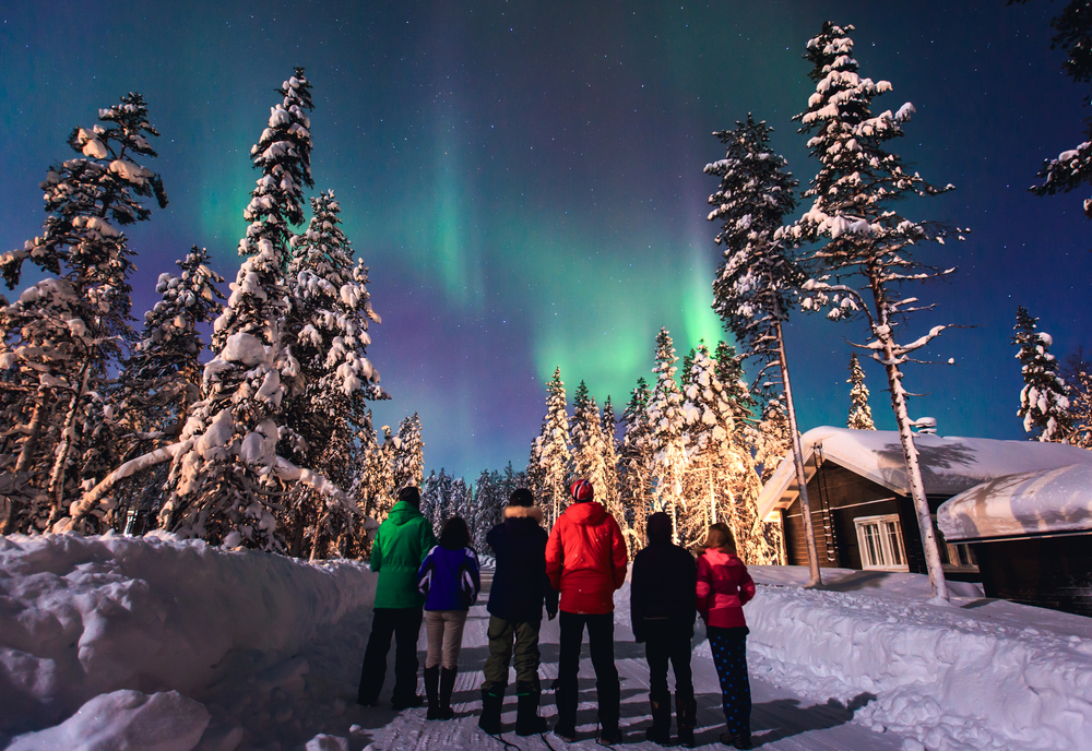 people-watching-northern-lights-in-snow