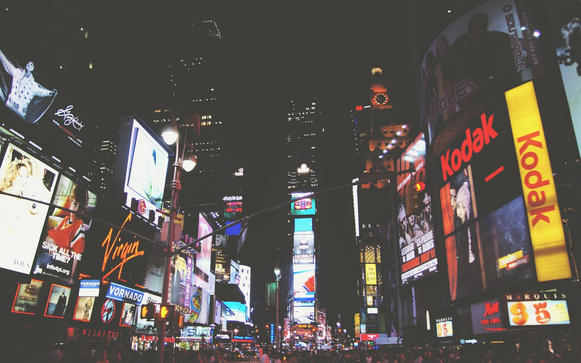 Times square, new york, broadway. Picture by Free-Photos on Pixabay.