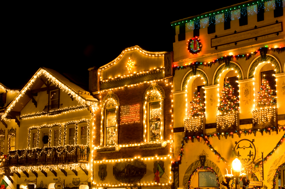 leavenworth-lights-on-buildings