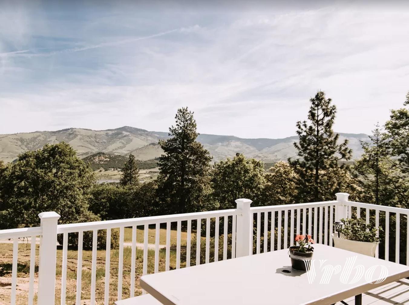 oregon-mountain-views-from-balcony