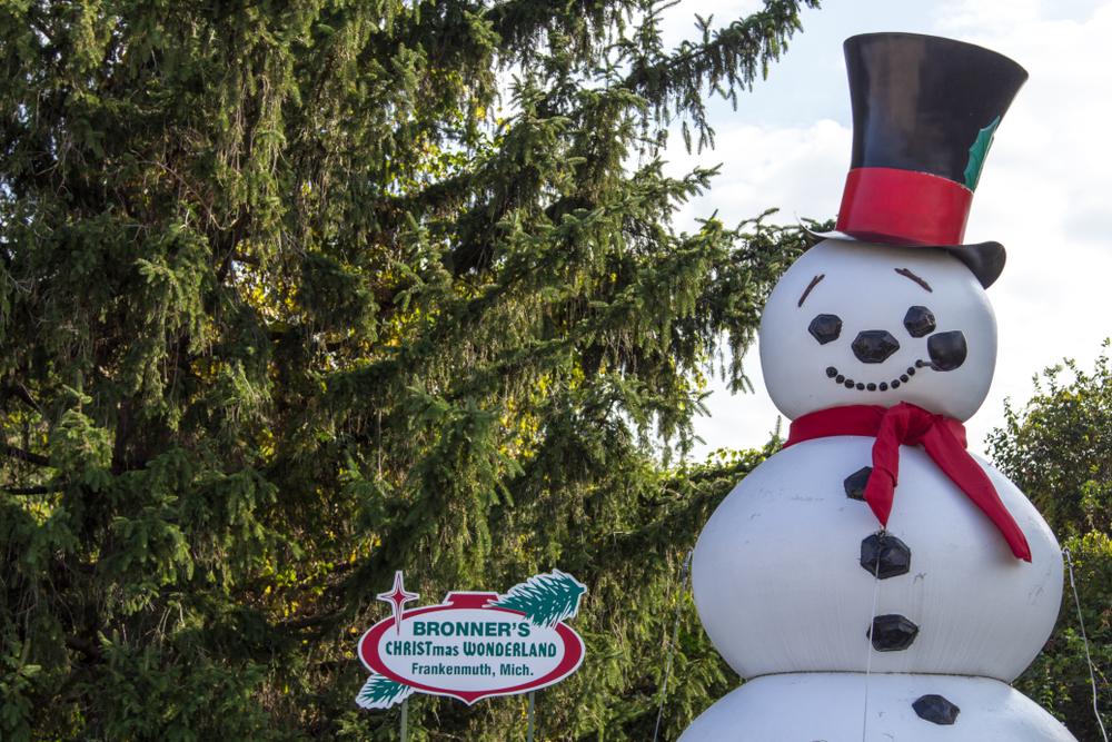 bronner-snowman-statue