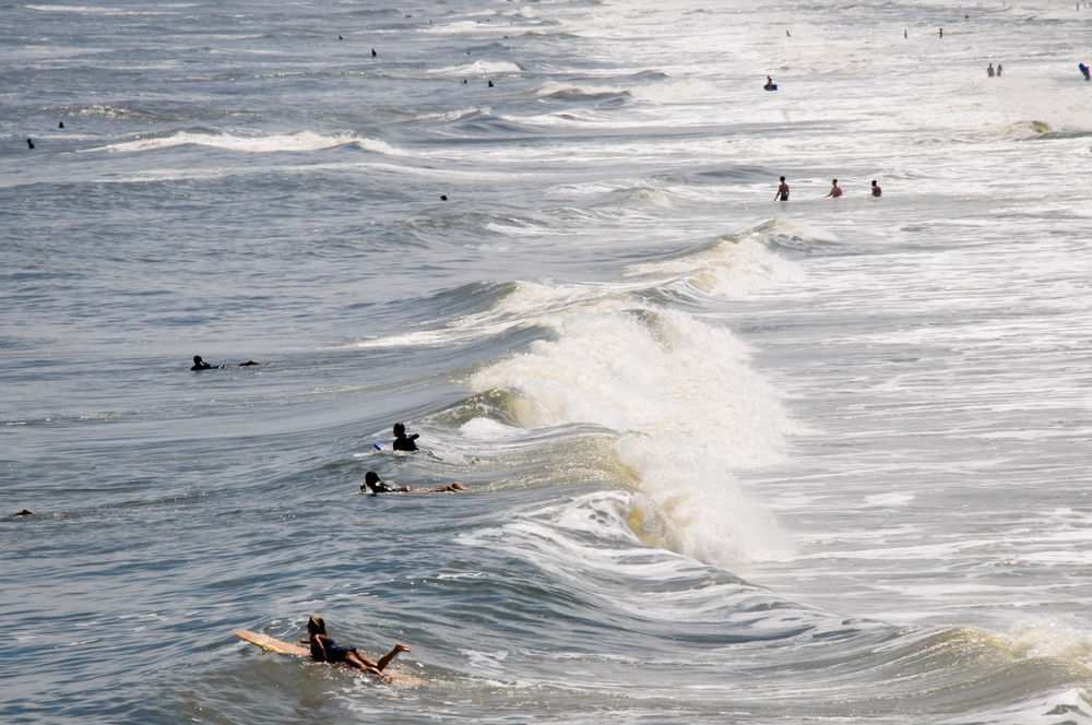 people-surfing-in-st-augustine