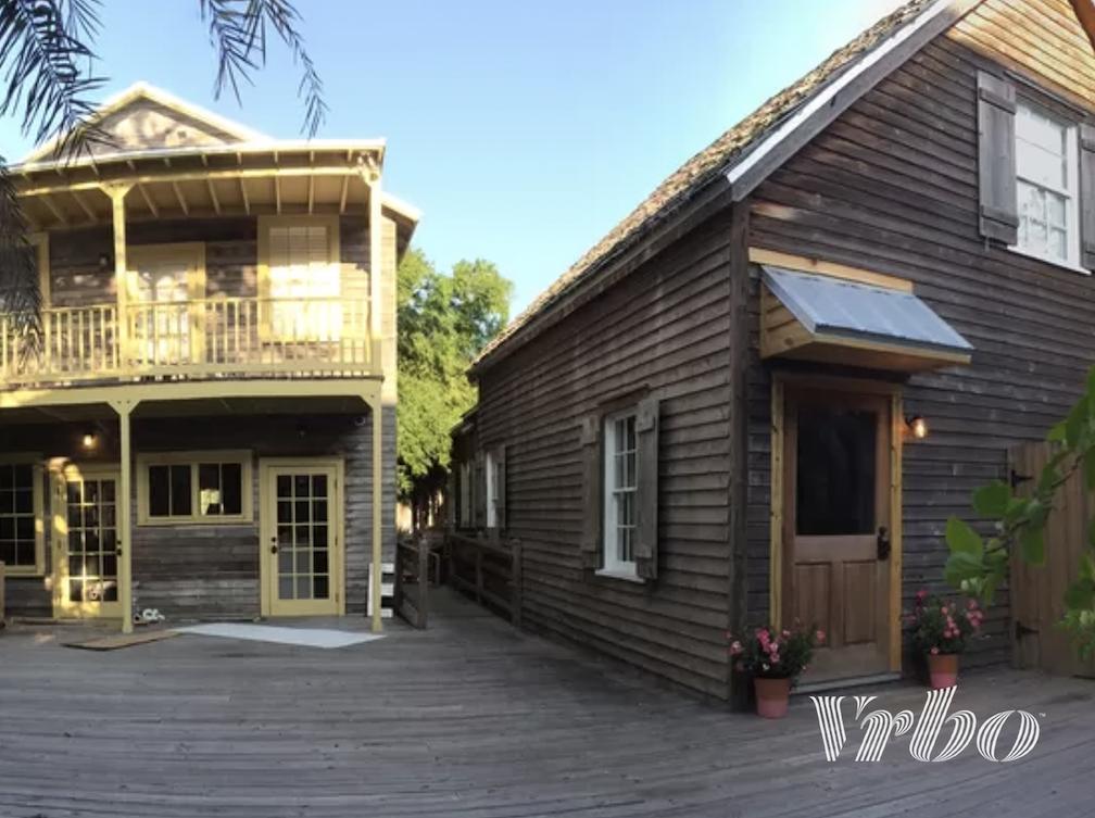 saint-augusine-cottage-beside-cafe
