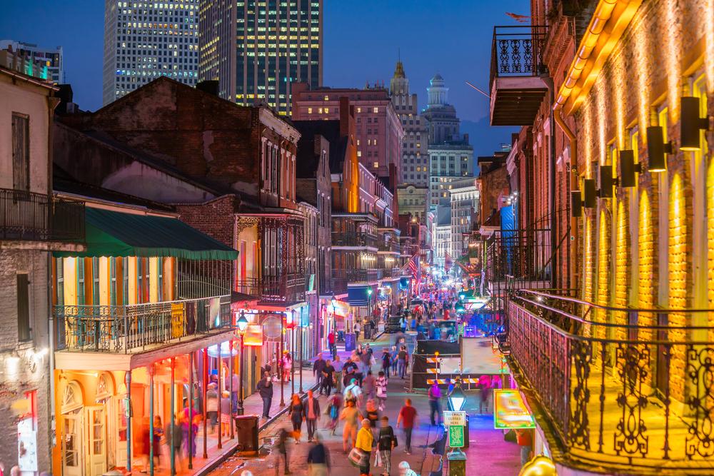 new-orleans-bourbon-street-lights