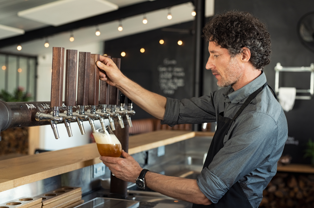 server-pouring-beer-on-tap