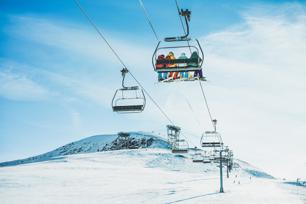 ski-lift-and-snow