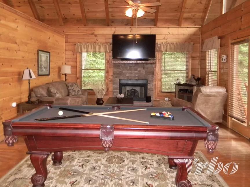 pigeon-forge-living-room-pool-table