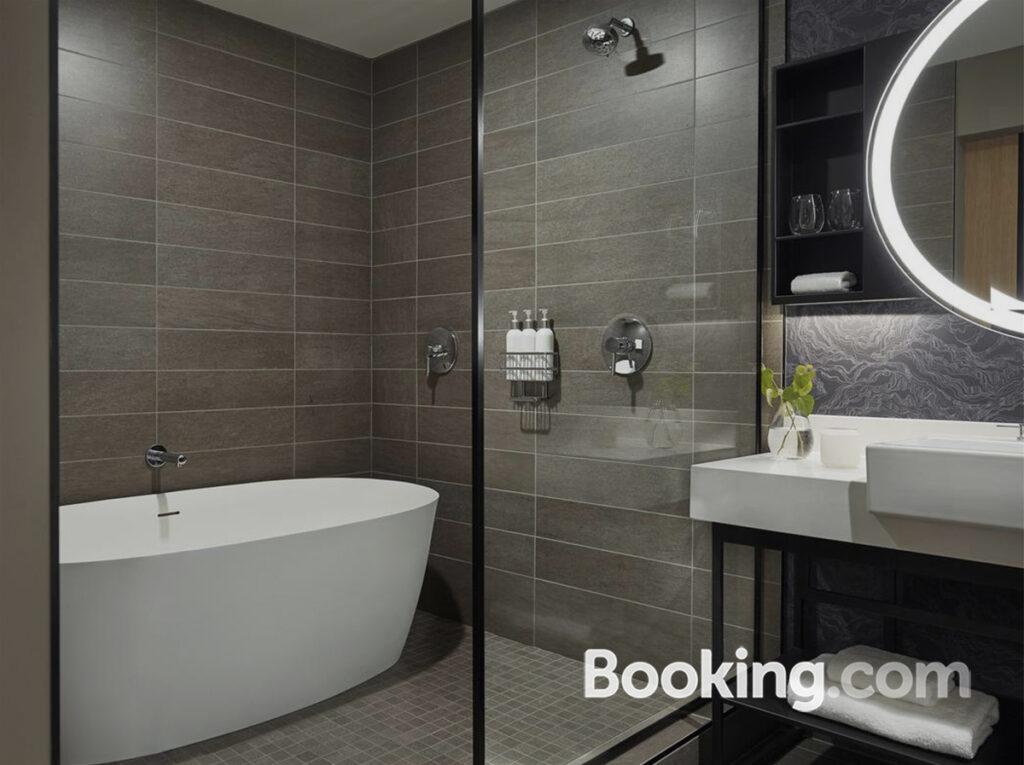kimpton-sawyer-bathroom