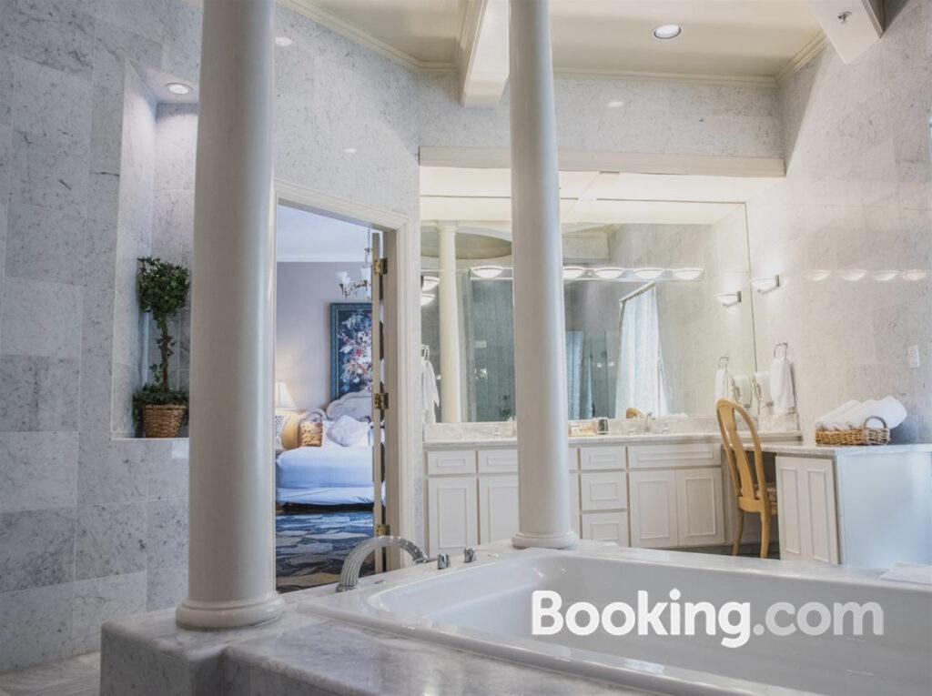 sterling-hotel-bathroom