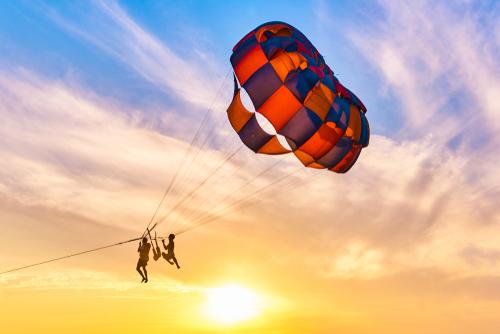 parasailing-sunset