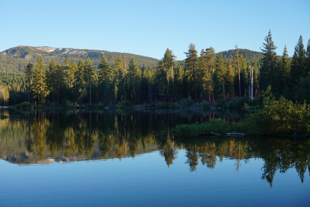 manzanita-lake-reflection