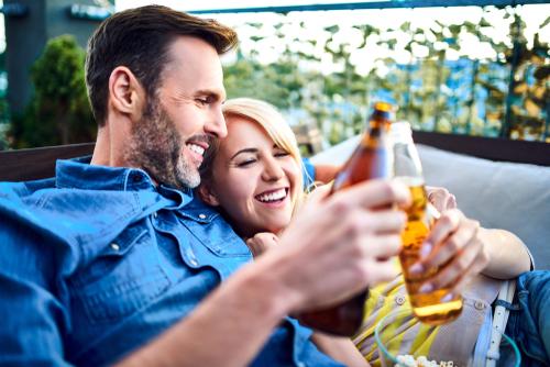 couple-cheers-beers